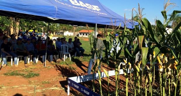 Dia de Campo das Empresas Basf e Dekalb em parceria com a ETEC Jales
